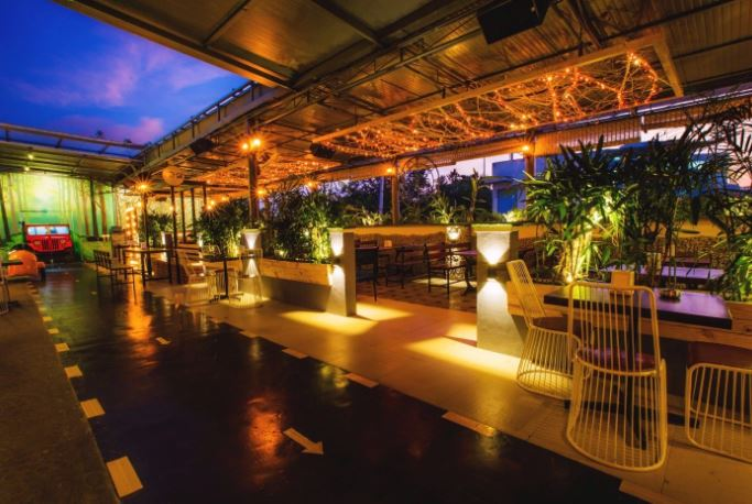 crawl street a perfect corporate party place