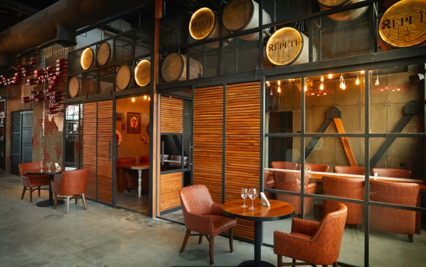 Interior Decor of Repete Brewery And Kitchen