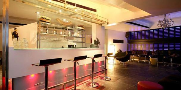1 Lounge and Restaurant