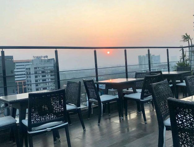 Liqua - Rooftop Poolside Bar