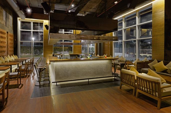 komatose - holiday inn express and suites a perfect corporate party place