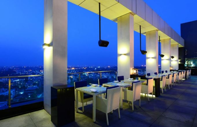 level 12 - doubletree by hilton hotel a perfect corporate party place