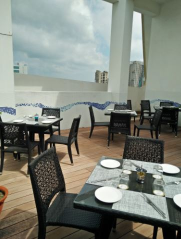 liqua - rooftop poolside bar a perfect corporate party place
