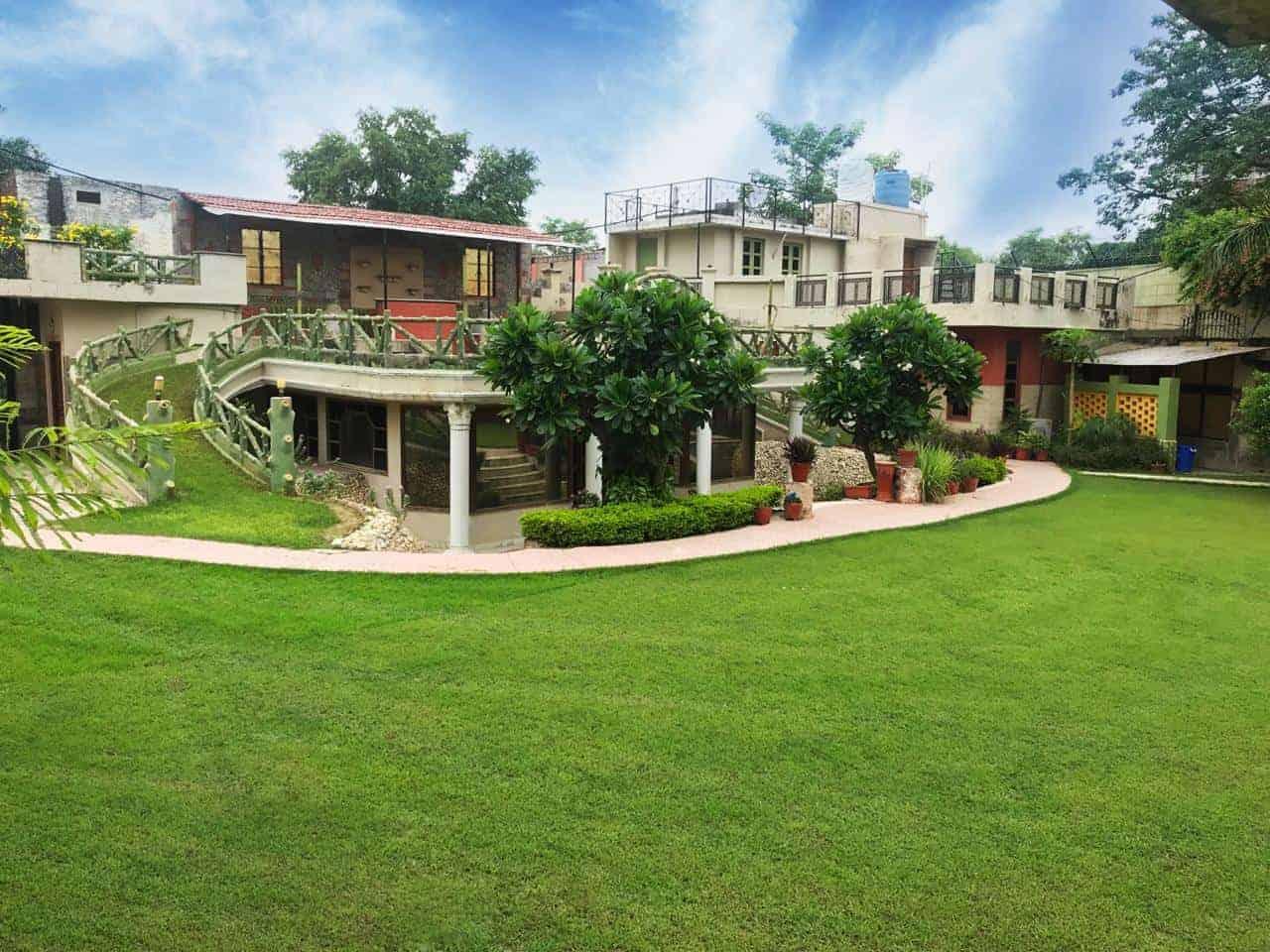 Sainik Farms Villa 1004