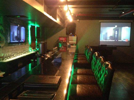 wall street bar a perfect corporate party place